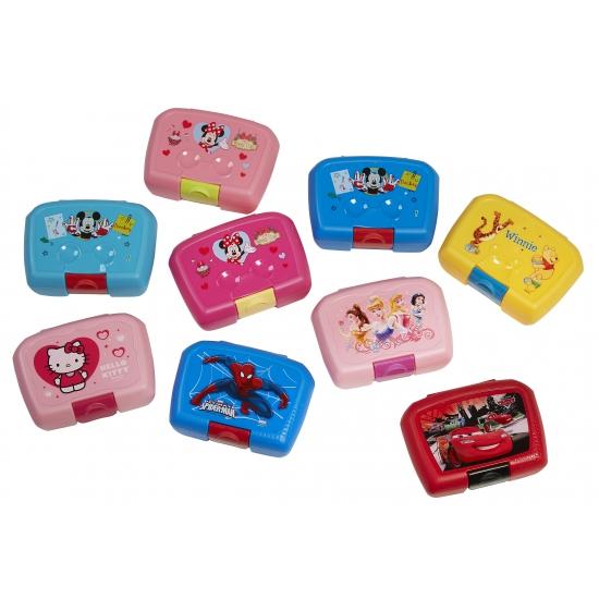 Cars lunchbox 18 x 12 cm. deze rode plastic lunchbox met vrolijke plaatjes van cars heeft een formaat van ...