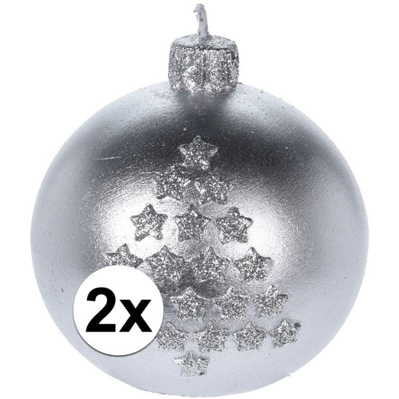 2x Kerst decoratie kaars zilveren kerstballen