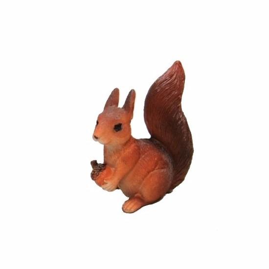 Eekhoorn beeldje met eikel 7,5 cm