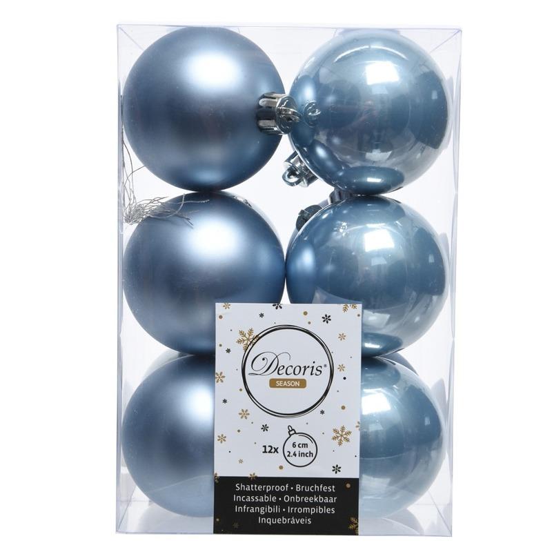 IJsblauwe kerstversiering kerstballen 24 x kunststof 6 cm