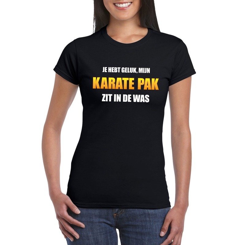 Karatepak zit in de was dames carnaval t-shirt zwart