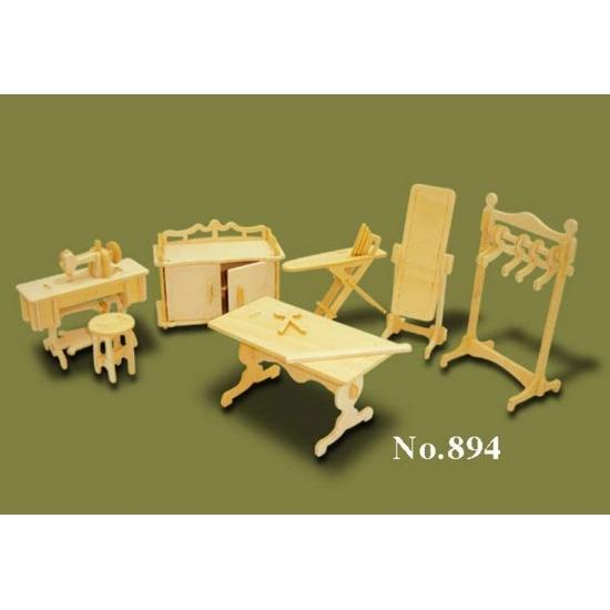 Poppenhuis meubels kleding atelier