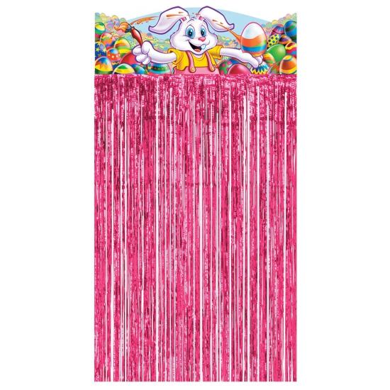 Roze gordijn met de Paashaas