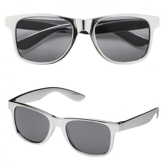 a191f0abd449a2 Zonnebril met zilver montuur. zonnebril met zilver glimmend montuur.  geschikt voor volwassenen.